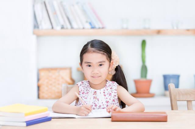 勉強をする女の子,自由研究,簡単,小学生