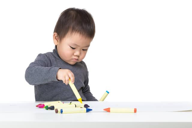 お絵かきする子ども,赤ちゃん,子ども,お絵かき