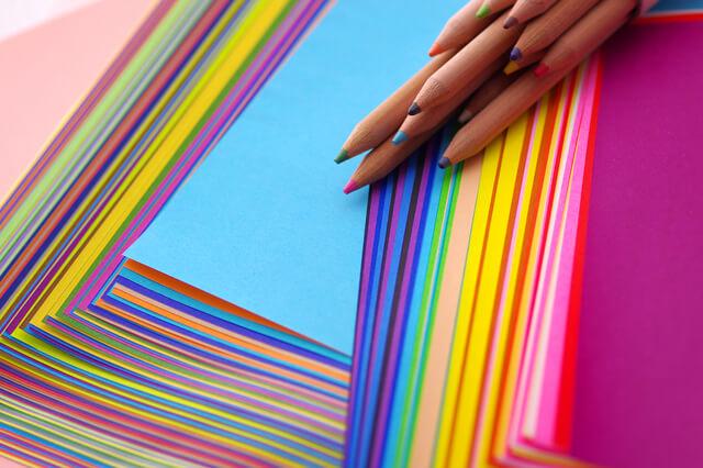 カラフルな折り紙,色遊び,保育,ゲーム