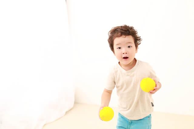 ボール遊びする男の子,子ども,やる気,
