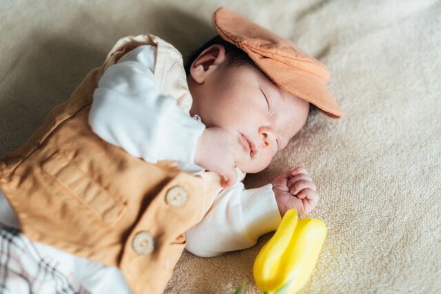 ベストを着た赤ちゃん,ベスト,新生児,選び方