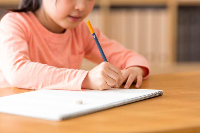 鉛筆を持つ女の子,小学校,入学前,準備