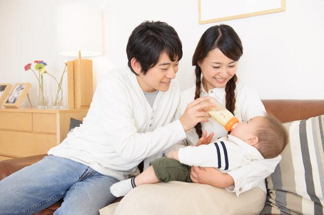 赤ちゃんのお世話をするパパママ,断乳,いつ,体験談