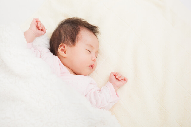 新生児には横抱っこ,