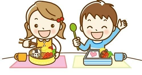 お弁当を食べる園児,幼稚園,コップ,