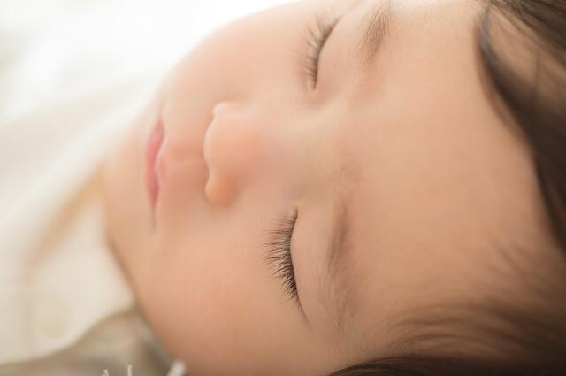 寝ている赤ちゃん,爪の切り方,