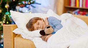 縫いぐるみを抱く子ども,3歳,夜泣き,