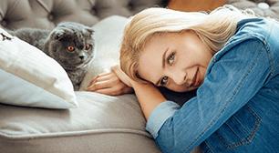猫と女性,インフルエンザ,予防接種,病院