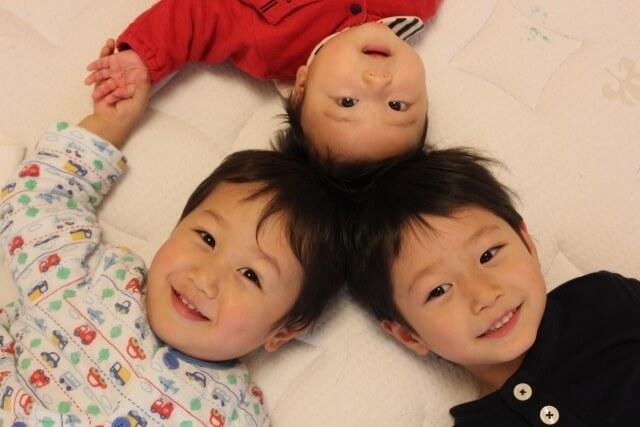 仲良し三兄弟,携帯電話,おもちゃ,赤ちゃん