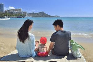 海辺にいる親子,子連れ,海外旅行,おすすめ