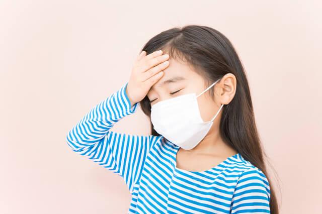 マスクをする女の子,子供,海外旅行,病気