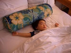 眠る子ども,子供,海外旅行,病気