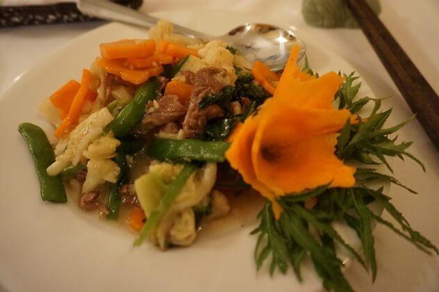 ベトナム料理の牛肉炒め,子供,海外,旅行