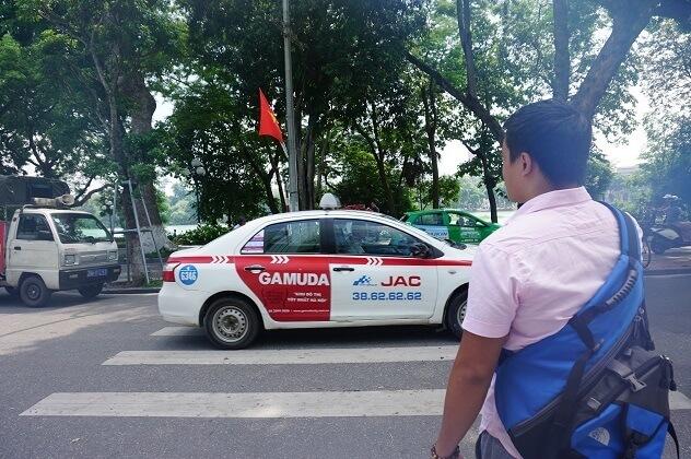 ハノイ市の路上タクシー,子供,海外,旅行
