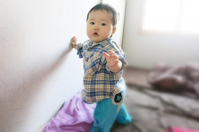 つまり立ちの赤ちゃんイメージ,赤ちゃん,転倒防止,