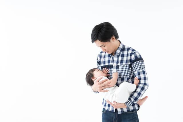 赤ちゃんをあやすパパ,パパ,育児,