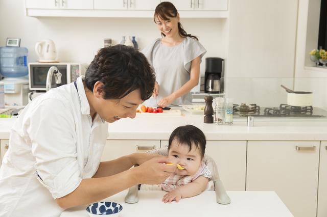 離乳食をあげている様子,ズッキーニ,レシピ,簡単