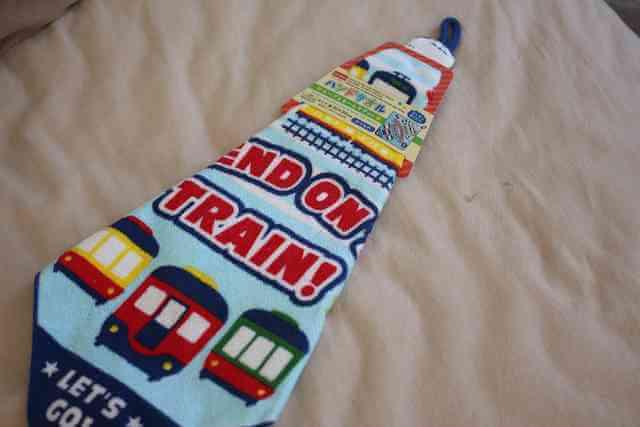 ループつきハンドタオル、サイズは30×30センチ、電車の柄。,ダイソー,子供,