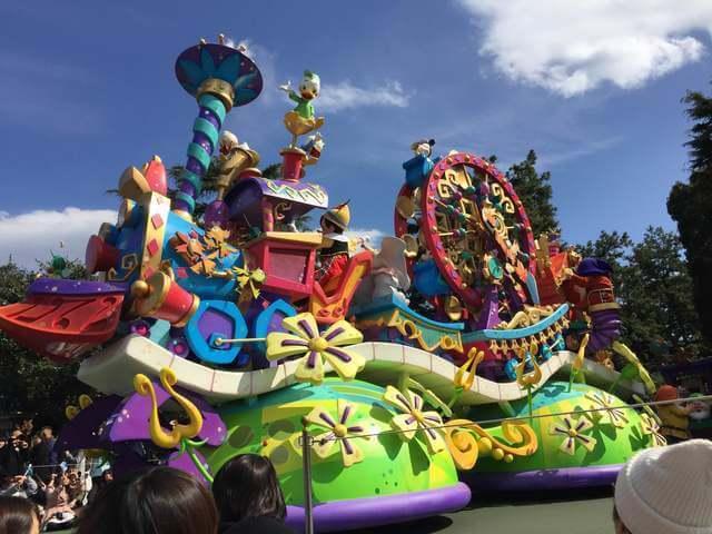 ディズニーランドのパレード,ディズニー,おもちゃ,