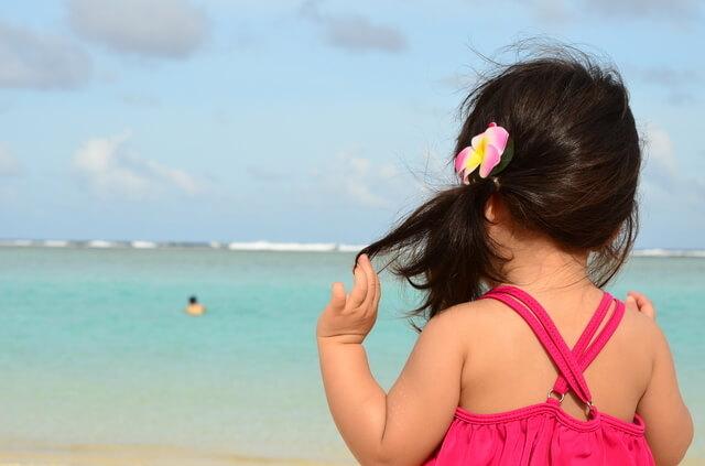海を見る女の子,子連れ,海外旅行,