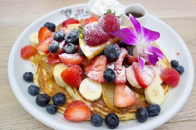ハワイのパンケーキとフルーツ,子連れ,海外旅行,