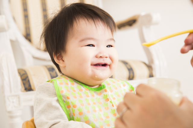 離乳食を食べる赤ちゃん,離乳食,チーズ,