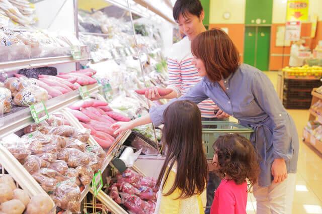 買い物する家族,ショッピング,モール,神奈川