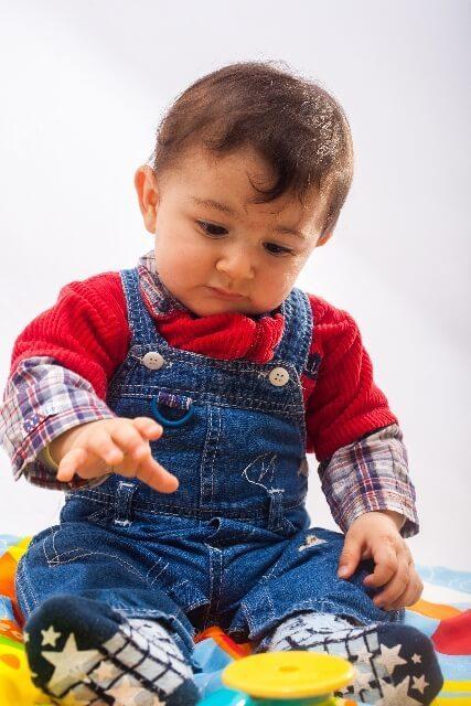 おもちゃで遊ぶ男の子,数字,おもちゃ,幼児