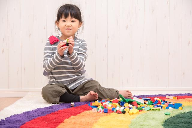 室内で遊ぶ女の子,アイカツ,おもちゃ,
