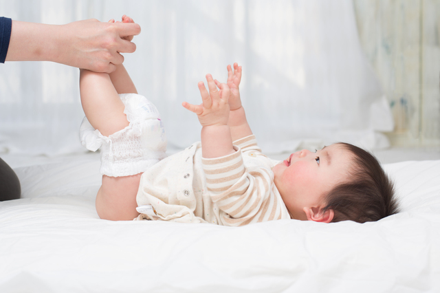 おむつを替える赤ちゃん,おむつ,ゴミ箱,おすすめ