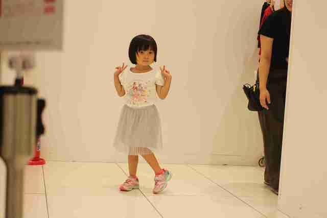 自分で選んだ服を試着する子ども,ユニクロ,イベント,
