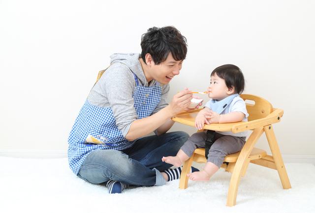 離乳食を食べる赤ちゃん,食事マナー,