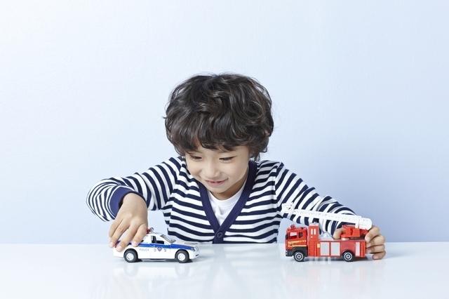 おもちゃで遊ぶ子ども,ワンピース,グッズ,