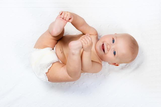 おむつをした赤ちゃん,おむつ,グーン,サイズ