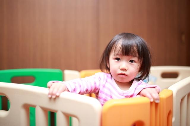 ベビーサークルにいる赤ちゃん,ベビーサークル,選び方,おすすめ
