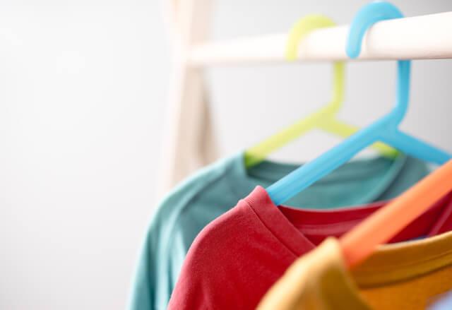 ハンガーにかかったTシャツ,ユニクロ,親子,お揃い