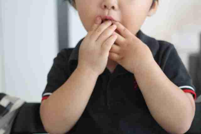 お菓子を食べる子ども,ダイソー,ハロウィングッズ,