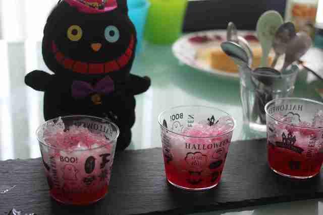 ダイソーのハロウィンのプリンカップにかき氷を入れて,ダイソー,ハロウィングッズ,