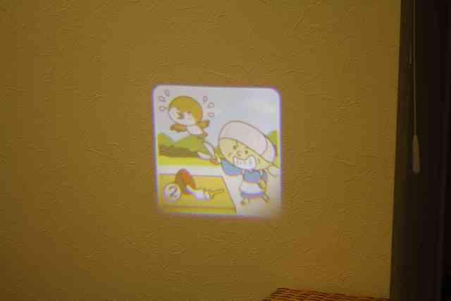 壁を使ってプロジェクターBOOKに投影,プロジェクターブック,