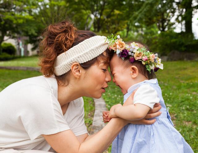 公園で赤ちゃんと遊ぶママ,ハンドメイド,ピアス,