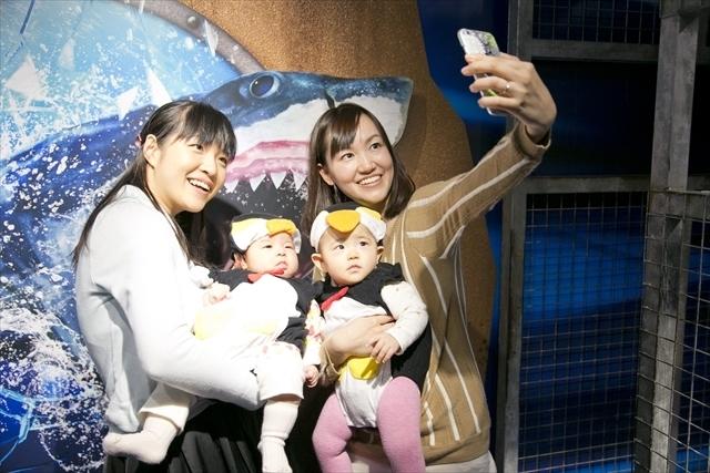 ペンギン着ぐるみでの記念撮影,アップリカ,海遊館,赤ちゃん