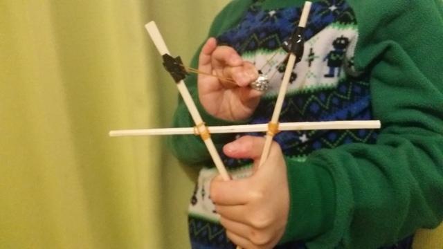 割りばしのパチンコで遊ぶ,割り箸,工作,