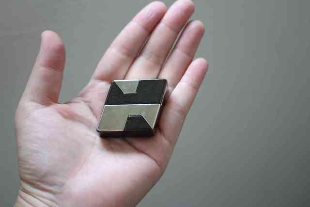 パズル「はずる」のキャストダイヤモンドがはまったところ,はずる,