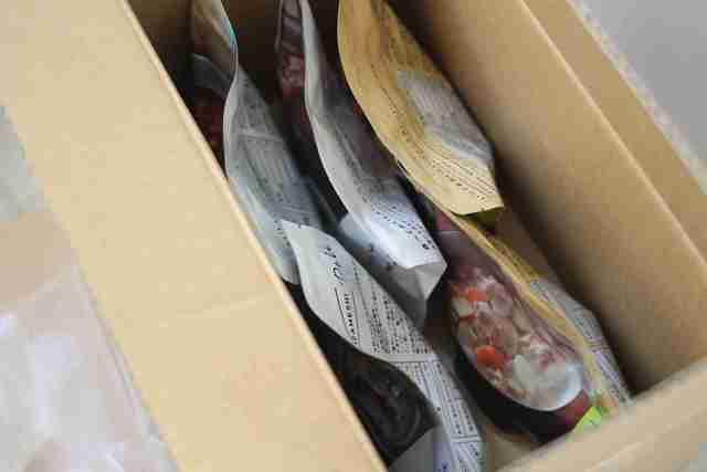 非常食IZAMESHI(イザメシ)のセット、箱を開けたところ,イザメシ,