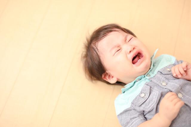 泣く赤ちゃん,ベビーサークル,