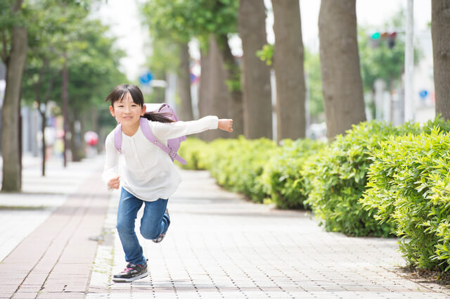 子どもと引っ越し通学路,引っ越し,挨拶,子ども