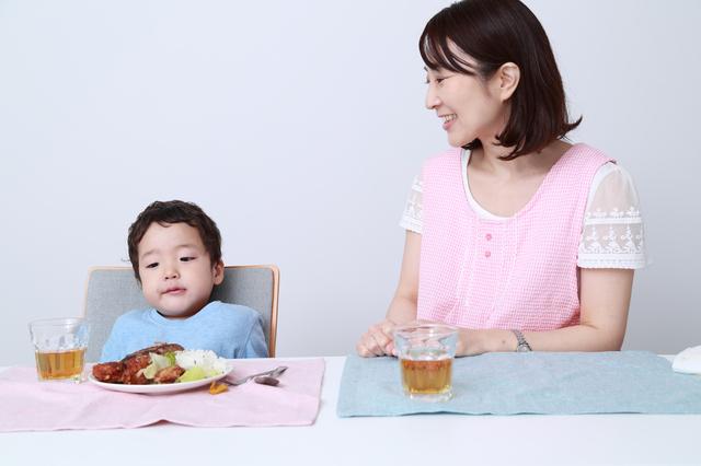 満腹の子ども,離乳食,食べない,