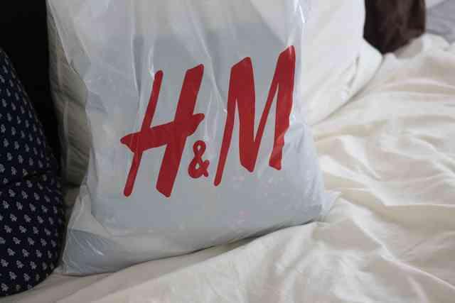 H&Mの袋に入った服,エイチアンドエム,キッズ,