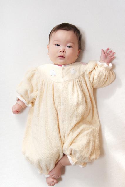 カバーオールを着ている赤ちゃん,赤ちゃん,カバーオール,