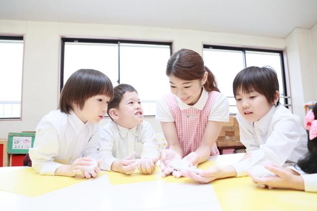 幼稚園の先生と子ども,幼稚園,費用,